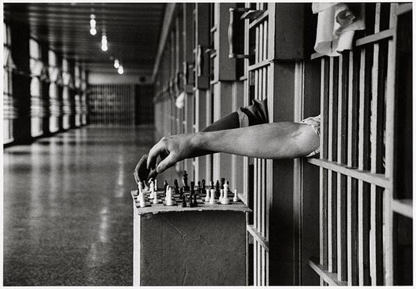 Заключенные играют в шахматы